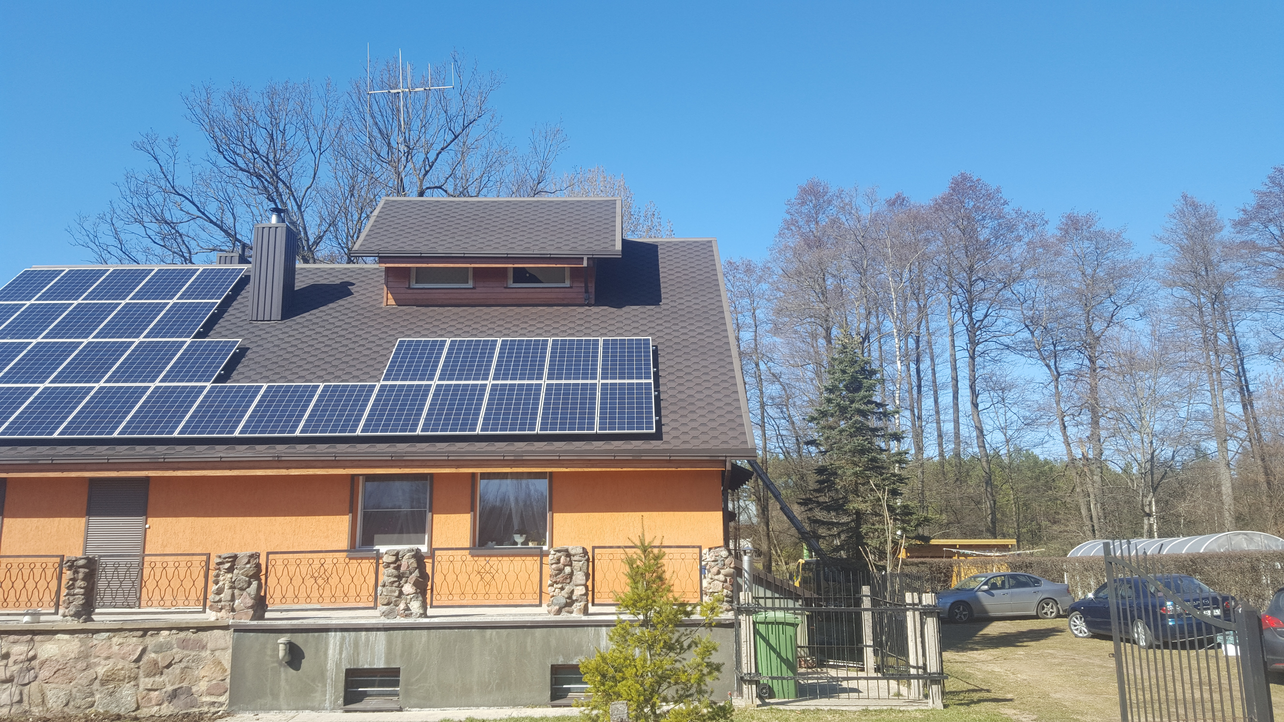 Electro-ionic heating with solar modules